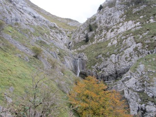 Approaching Bisutzako waterfall_basquecountrywalks