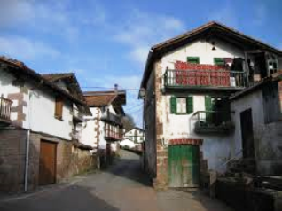 Street in the village of Bozate_basquecountrywalks